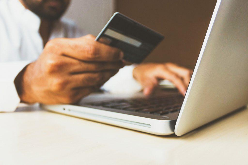 komputer karta płatnicza przelew
