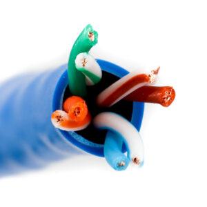 Kabel linka kat.5e U/UTP kolor niebieski – Telegartner